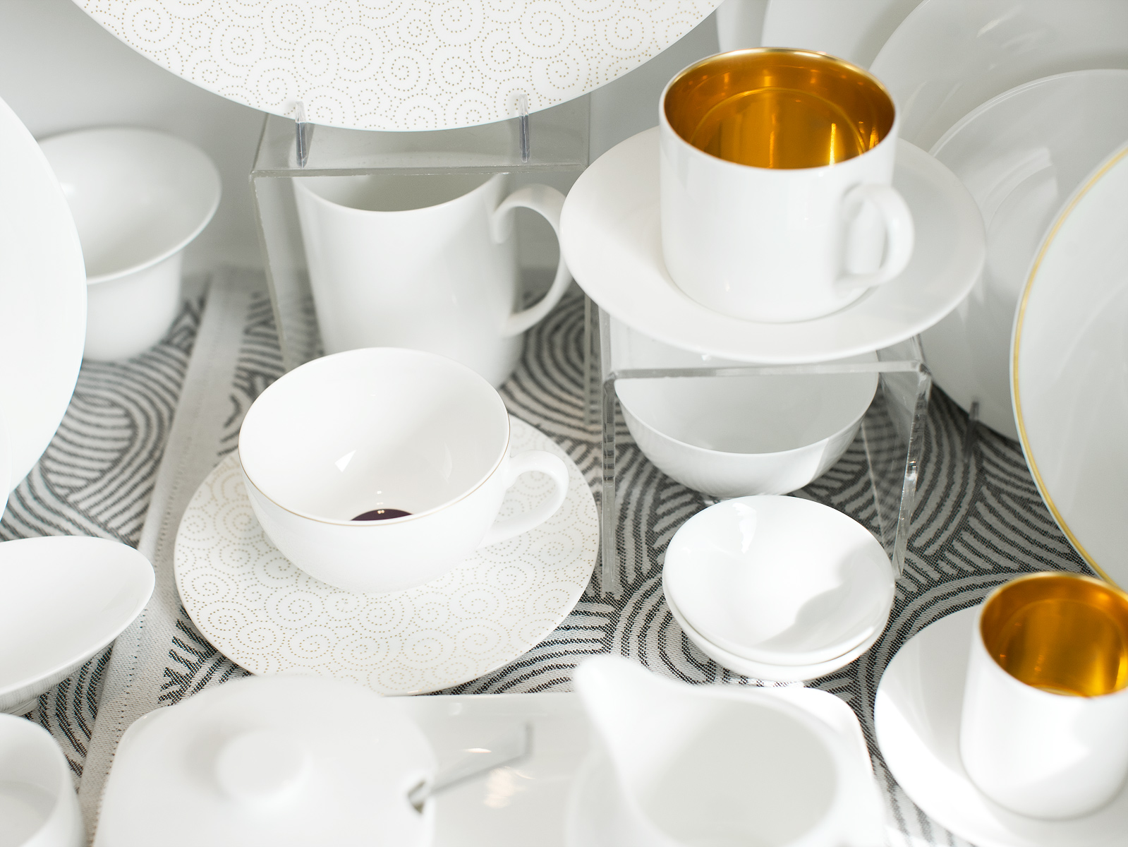tableart_teacups_ps1200